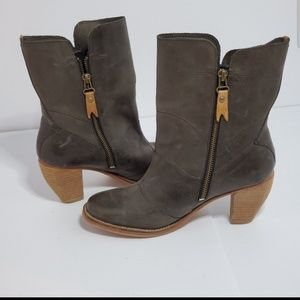 Shoes - J shoes showdown ankle boots size 7